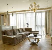 Дизайн гостиной с коричневым диваном