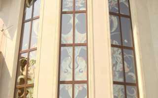 Витражи на окнах в загородном доме