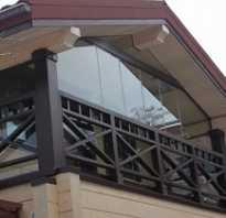Открытый балкон в загородном доме