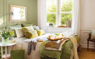 Зеленая кровать в интерьере спальни