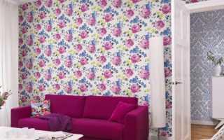 Розы на стене в интерьере