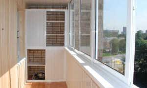 Дизайн балкона деревом
